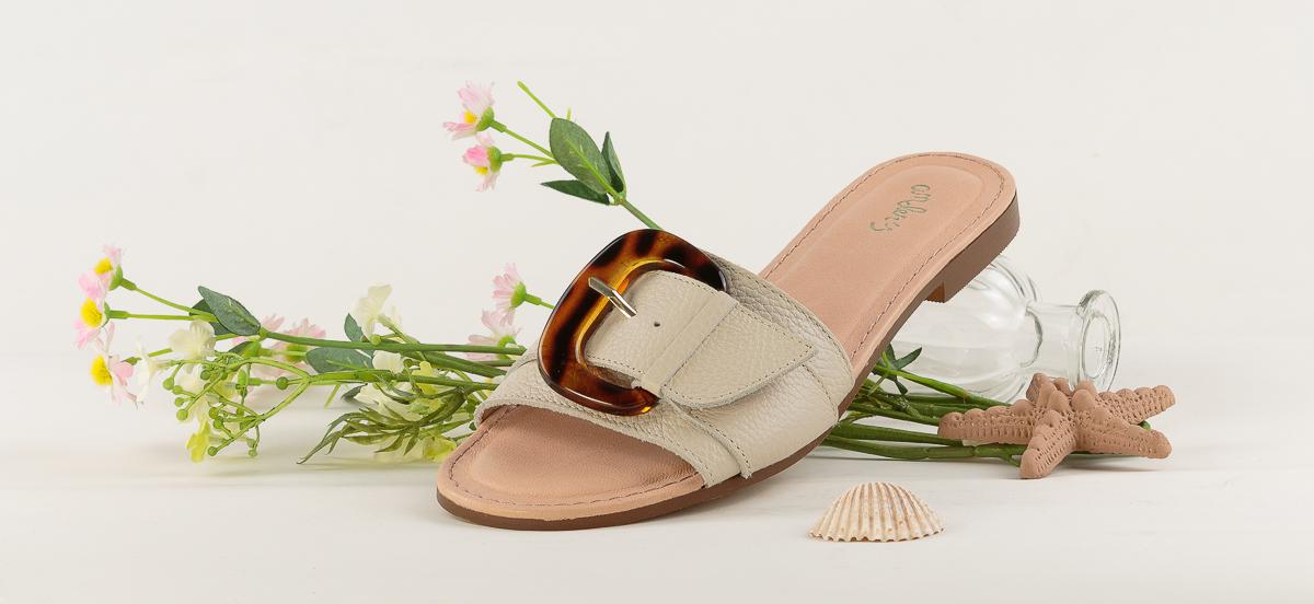 sandalias-bajas-zapatos-mujeres-en-barcelona.jpg